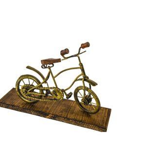 Decoratiune bicicleta din lemn si fier